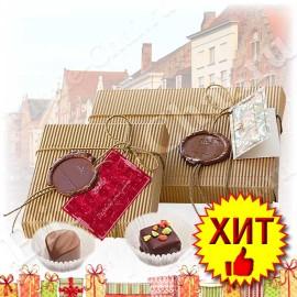 Конфеты ручной работы из Бельгийского шоколада. Очень свежие. Очень вкусные. В упаковке 9 великолепных конфет.