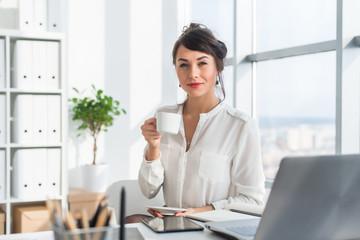 Так почему же именно элитный чай станет оригинальным подарком женщине руководителю?